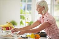 Diabetiker sollten eine kalorienbewusste Küche mit viel Gemüse bevorzugen - beim Frühstück dürfen sie aber herzhaft zugreifen. Foto: djd/diabetes-behandeln.de/Corbis